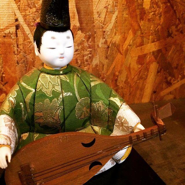 彼の名は『せとまる』伝説の琵琶法師『蝉丸』に憧れる、奈良大好きな琵琶弾き。これから、一緒に奈良を紹介してくれるようです …似すぎてて怖い(笑)#奈良 #紹介するでおじゃる